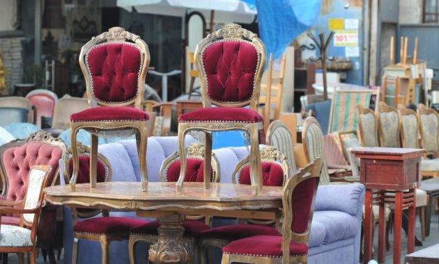 mesas y sillas antiguas